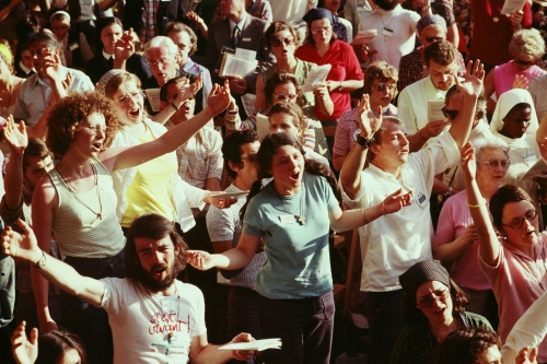 En-1975-premier-rassemblement-charismatique-international-Romela-Pentecote_0.jpg