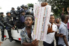 élections congolaises 438983-partisans-opposant-etienne-tshisekedi-manifestent.jpg