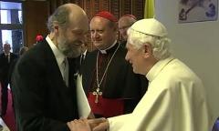 Arvo Pärt Benoît XVI 2011.jpeg