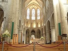 cathedrale 220px-Catedral_de_Brussel·les_-_Interior.jpg
