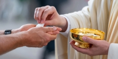WEB3-EUCHARIST-COMMUNION-MASS.jpg