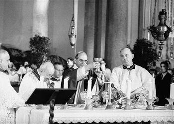 Le-pape-Paul-VI-celebre-messe-italien-premier-dimanche-careme-7-mars-1965-paroisse-Tous-saints-Rome_0.jpg