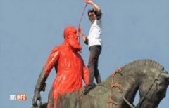 Léopold II à Bruxelles téléchargement (1).jpg